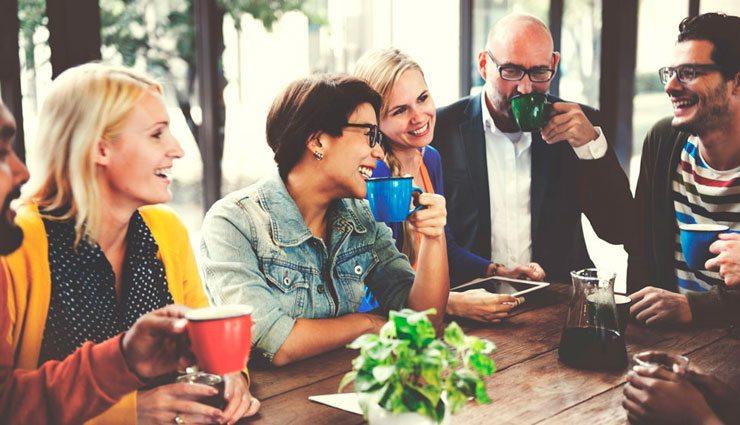 Nacka Företagarträff – personer som dricker kaffe och minglar