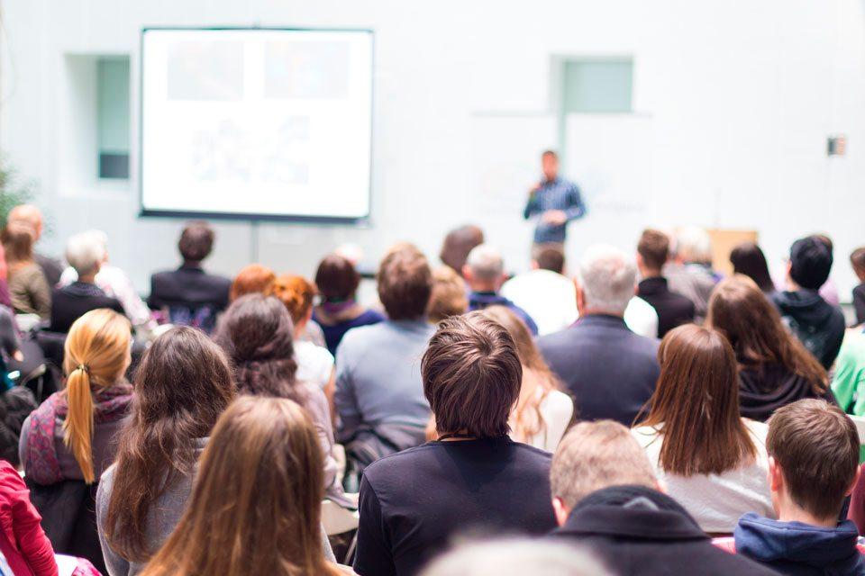 Nacka Företagarträff Program - Talare framför publik